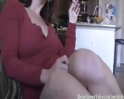 Annabelle Jerks a Fresh Load Form Neighbors Cock Thumb
