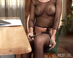Net top beauty uses her feet and mouth Thumb