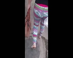 Dolores Arrechinga Tronco de culo Leggins Hippies rosas Thumb