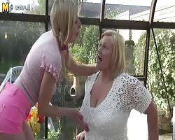Blond daughter pokes  big lesbo grandmother Thumb