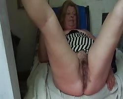 Stepmommy shows me her large slit Thumb