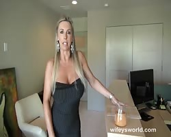 Gorgeous leasing agent with huge tits needs to get lease signed and she sucks a big dick and gets fu Thumb