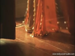Sexy Indian lady doing the  traditional sexual belly dancing Thumb