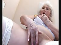 ancient BBW-Granny takes manmeat on Toilette 2 Thumb