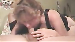 Sexy mommy sucking a nice big cock Thumb