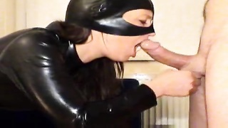 Chick in leather catsuit deepthroating Thumb