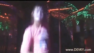 MY girlfriend dancing in the bar and stripping realy good Thumb