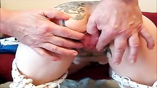 Tattooed girl gets a pussy massage Thumb