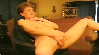 Hot granny rubbing her pussy. Amateur older women Thumb