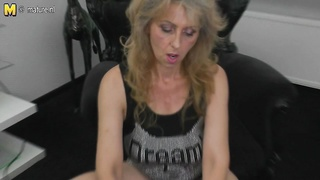 Mature mother masturbating watching xHamster Thumb