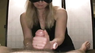 Girl in a mask gives a great handjob Thumb