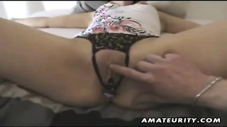 A cute brunette amateur girlfriend tied on her bed homemade blowjob with facial cumshot ! Genuine ha Thumb
