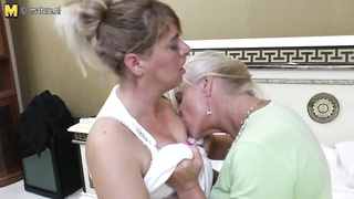 Old and young lesbian amateur group sex Thumb
