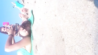 candid teenage Feet and toes at the Beach Thumb