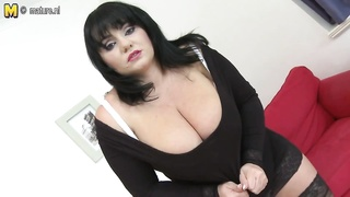warm MOM with large boobs and greedy  slit Thumb