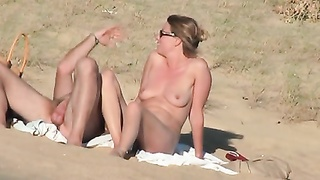 French lovers on the beach, chubby version Thumb