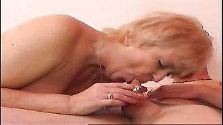 Smoking old yellow-haired Thumb