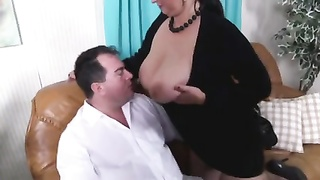 Brunette Amateur-BBW penetrated by old fellow Thumb