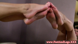 Emylia Argan using her feet and hands to tug Thumb