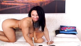 48 mummy  in webcam smashes her holes with toys Thumb