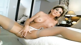 best mummy  Ever fucktoys  & finishes off On Cam Thumb
