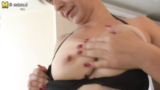 fledgling  MOM fingering her ass and snatch Thumb