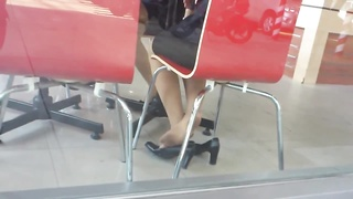 candid chinese Nylon Shoeplay Feet legs in Cafe Thumb