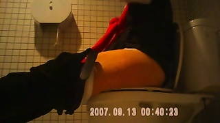 mummy  caught in toilets by hidden cam sazz Thumb