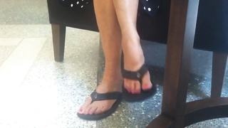 impersonal conventional Feet red Painted Toes in roll Flops Thumb