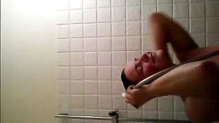 Vid-selfie in the shower Thumb
