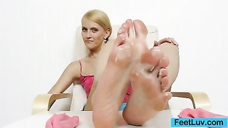 blondie doll Kasia Linsey foot fetish Thumb