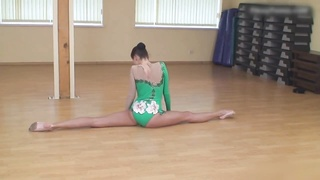 bendy Gymnast Lata P & bare Classic Workout Thumb