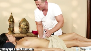 TrickySpa sneaky masseuse  gets latina to Deep mouth  his knob Thumb