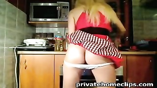 Hawt blond gf  bare in kitchen as that babe prepares the dinner Thumb
