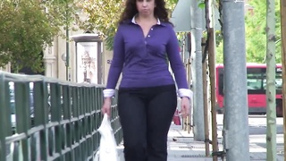 Spanish torrid  tall and curvy babe in taut  jean Thumb