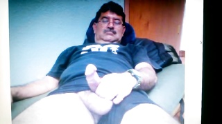 Mexican daddy displaying his large schlong on cam Thumb