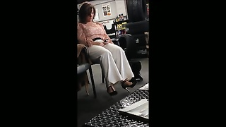 Voyeur of Plus size mummy  in tall heels. Thumb