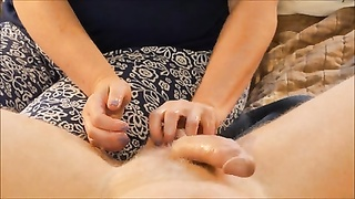 wifey  gives Ballbusting hand job Thumb