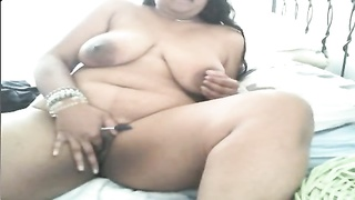 Indian BBW is frigging  herself with a pen Thumb