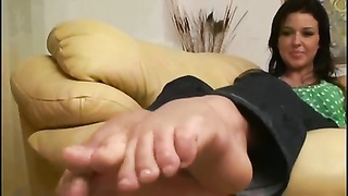 Amanda's big Feet exposed Thumb