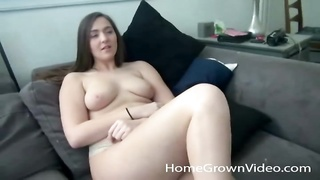 Curvy bombshell gets frigged  and gives head Thumb