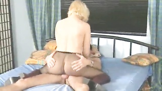 Pantyhose girl is passionate about hot sex Thumb