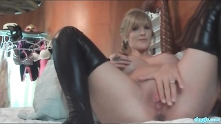 huge-boobed  hotty in leather sits on his face Thumb
