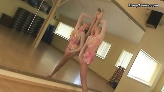 Dancer warms up her body with sexy stretches Thumb