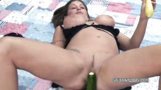 huge-titted housewife Leeanna miserable screws her honeypot  with squash Thumb
