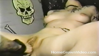 trampy goth amateur fingered in her twat Thumb