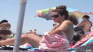 damsels  in swimsuits  gape magnificent on the beach Thumb