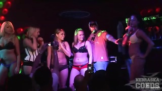 honeys  high the bull and party at the club Thumb