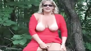 Exhibition of shapely passe tramp outdoor. amateur cougar Thumb