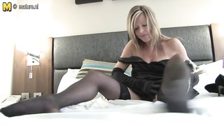 faded slut mom loves to play with her wet beaver Thumb